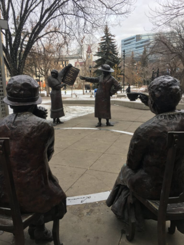 ldotm_calgary_statues_femmes